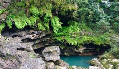 Hamad Valley – Tra Ang cave tour
